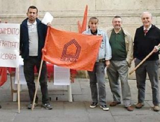Gli sfrattati in piazza per la crisi: via il lavoro, via la casa e via la dignità!