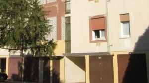 Il condominio di via Lago di Toblino dove per un inquilino moroso sono state tagliate le utenze a tutti